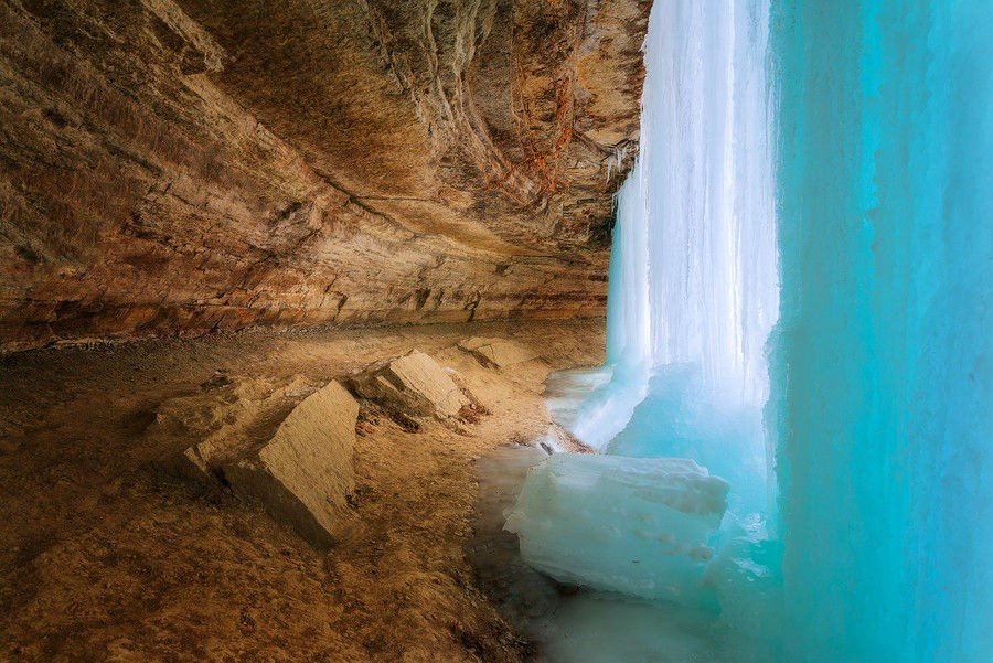 www.sortra.com-miraculous-images-of-frozen-waterfalls-around-the-world