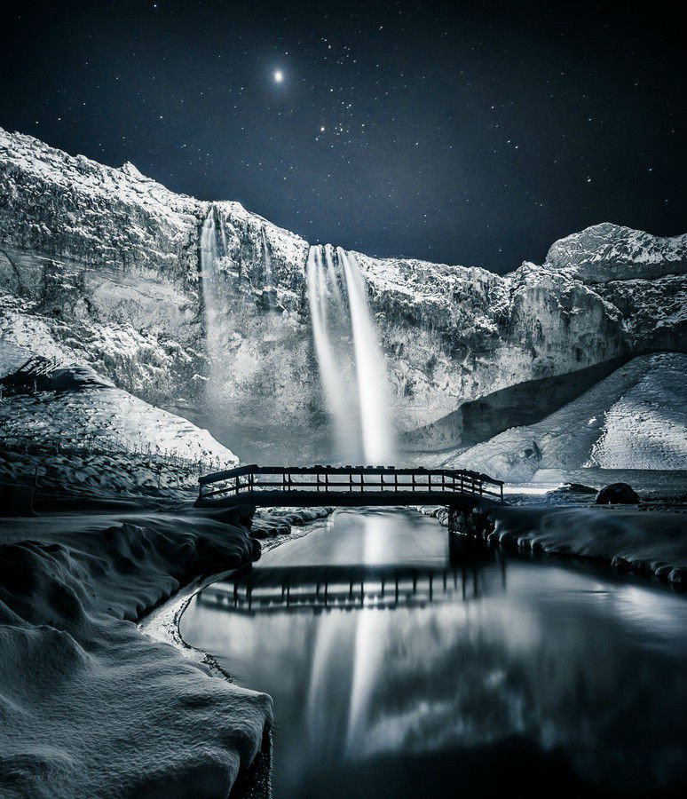 www.sortra.com-miraculous-images-of-frozen-waterfalls-around-the-world1